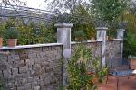 Pergola für Gartenmauer